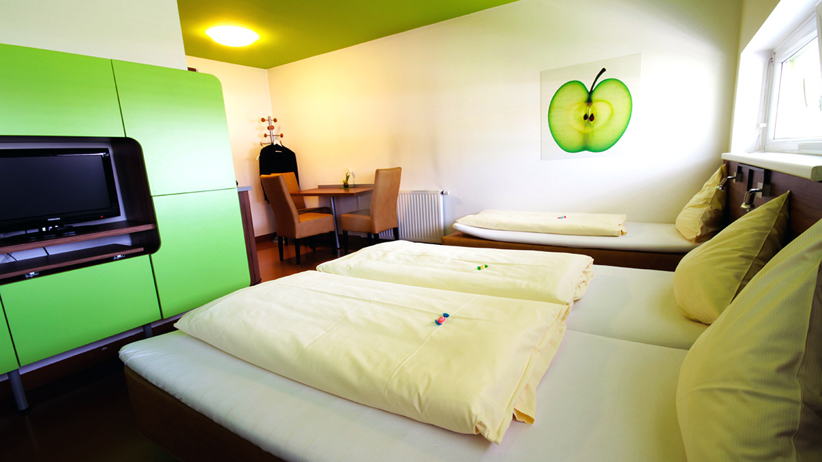 3-bed room booking - Graz - Hotel Greenrooms - Styria - Austria
