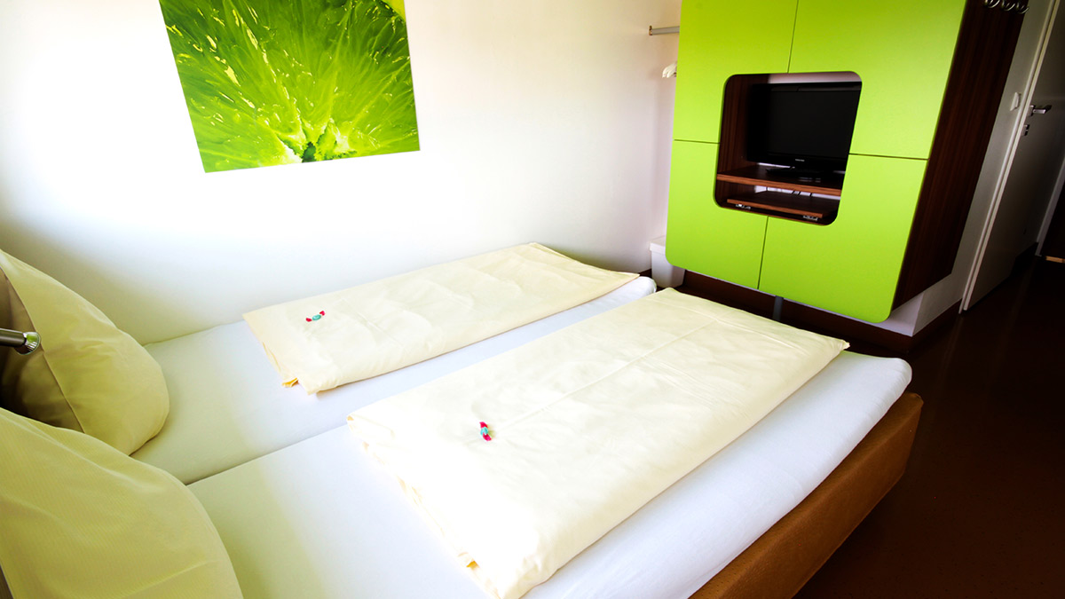Hotel Greenrooms: double bed room booking in Graz